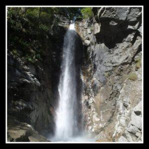 magnifique cascade dans le canyon de Saugué