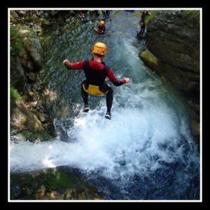 saut de dix mètres dans le canyon de Saugué