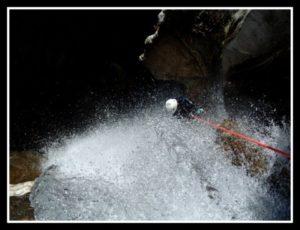 Rappel dans le canyoning d'ossoue à Gavarnie