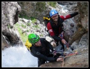 Rappel technique en canyoning dans les pyrénées vers Luz Gavarnie
