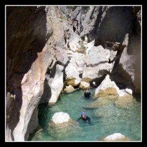 belle piscine dans le canyon de la peonera