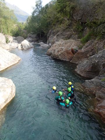 Belle piscine dans un canyoning près de Luz Saint Sauveur