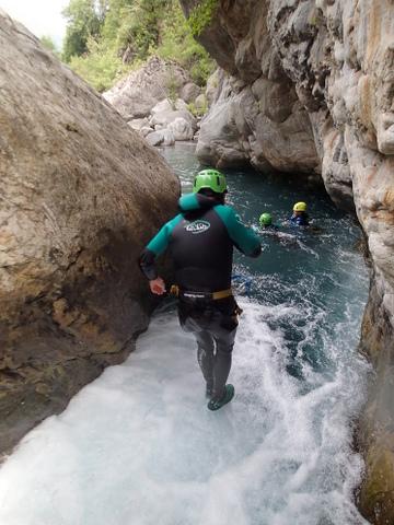 Petit saut à la sortie de la grotte
