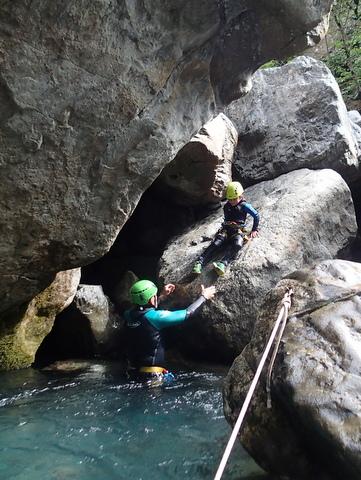 accès au dernier toboggan du canyoning
