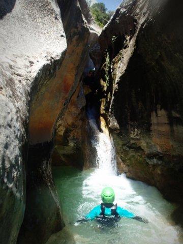 cascade dans le canyon